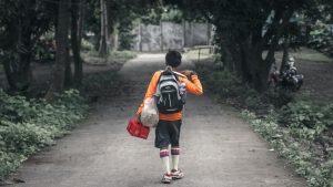 """""""Mochila Segura"""", la joya de la corona de la discriminación contra niñas, niños y adolescente"""